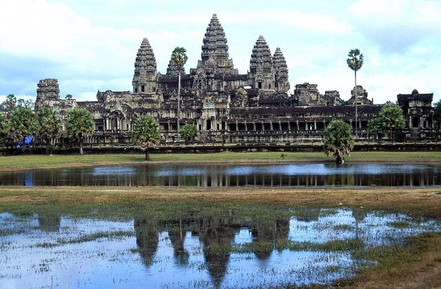 angkor-wat-temple-1159193_640