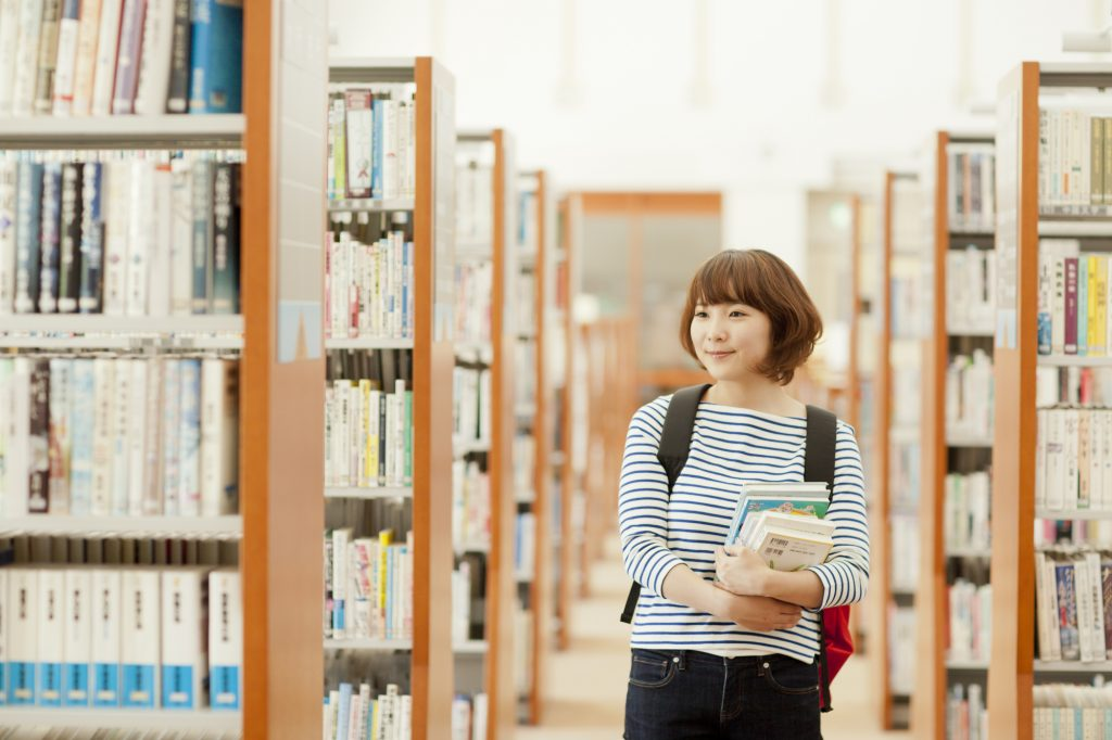 【学部紹介】文学部ってどんな学部?分野・雰囲気・就職まとめ