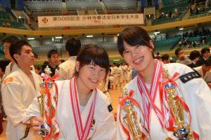 全日本学生大会で受賞。左が小林さん。